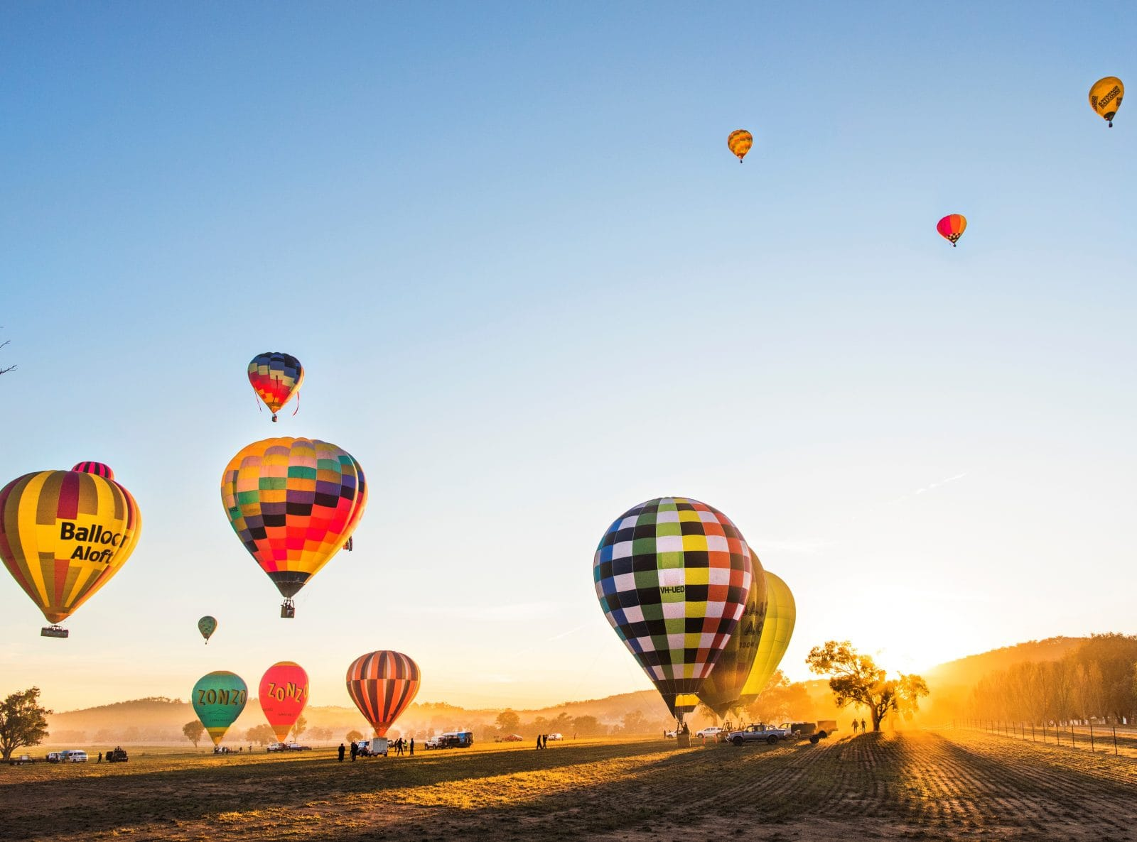 Hot air balloons launching in Mudgee. Photo Credit Destination NSW